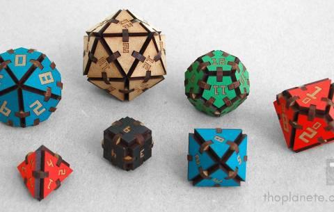 Les dés en bois de Thomas Planète : un maker engagé